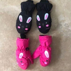 Toddler girl's winter snow mittens